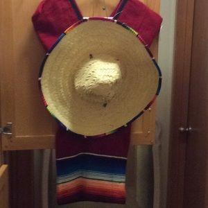 Halloween costume, Hombre set 1 poncho, 1 hat.